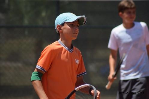 Arsuzlu Tenisçiden Bir Şampiyonluk Daha...